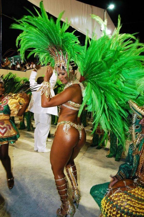развратное фото карнавальных задниц бразилии девчонка