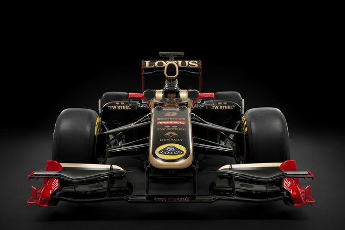 Команда Lotus Renault провела презентацию болида R31 (8 фото)