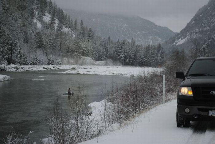 Спасение утопающего канадского водителя (7 фото)