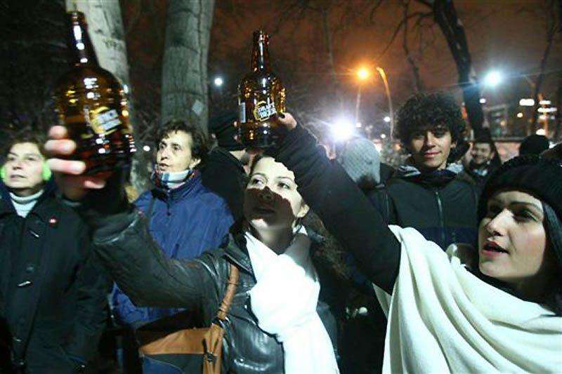 При этом 19 января Палата адвокатов Анкары направила запрос в высший административный суд Турции с требованием отменить новые правила продажи алкоголя в стране.