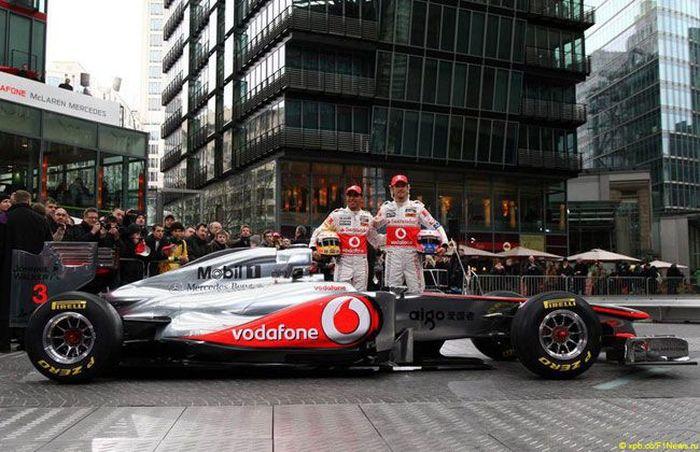 Презентация нового болида McLaren MP4-26 (7 фото+видео)