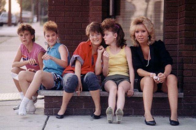 Девушка в  90-х