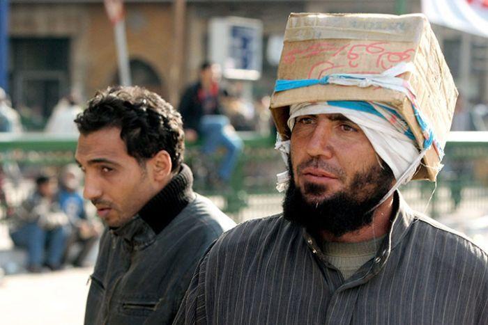 Самодельные каски и шлемы египетских демонстрантов (10)