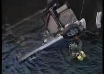 Машина упала с моста и водитель остался жив