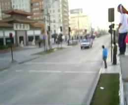 Фанаты не долго стояли на крыше автобуса