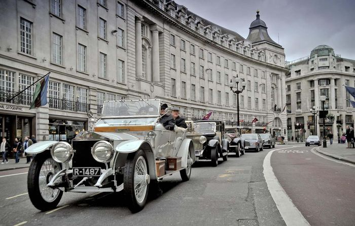 Rolls-Royce отпраздновал юбилей автопробегом (11 фото)