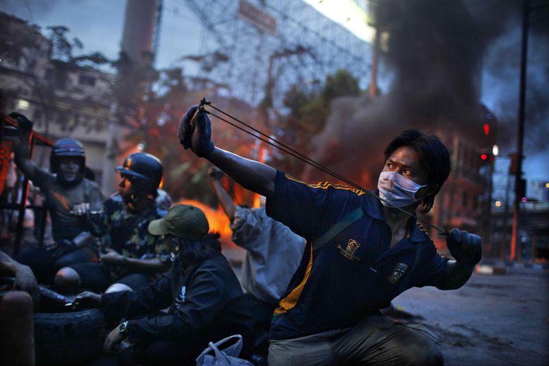 7. Антиправительственные демонстрации в Бангкоке в мае 2010 года. Второе место в категории «Горячие новости». (Corentin Fohlen, France, Fedephoto)
