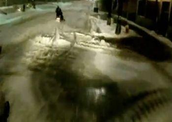 Парни на снегоходах в Детройте