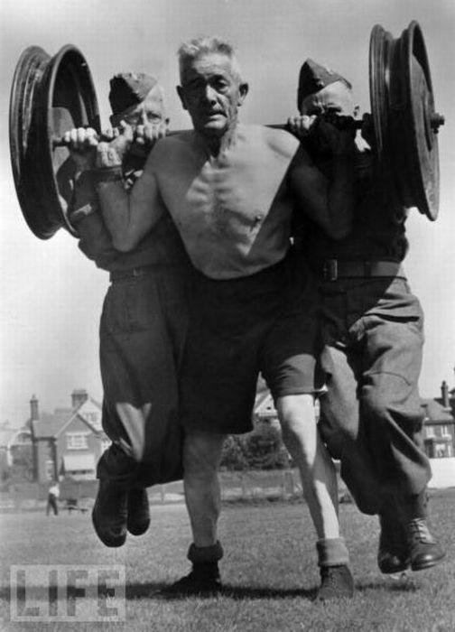 Физически сильные люди (19 фото)
