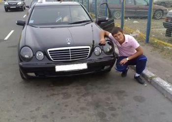 Сашка на черном авто:)