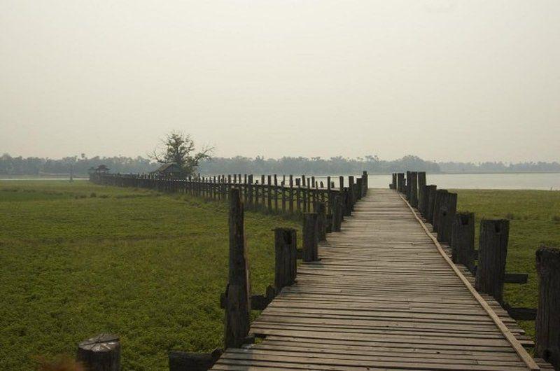 Самый длинный деревянный мост в мире находится в Мьянме и называется У Бейн. Он был построен в далеком 1849-м году, а длина его составляет 1,2 километра.