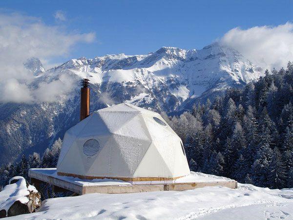 Иглу в швейцарских Альпах (10 фото)