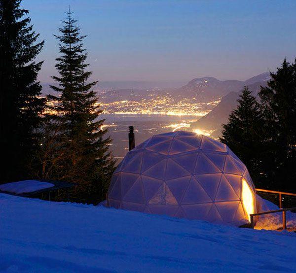 15 номеров гармонируют с окружающей природой и минимально воздействуют на окружающую среду. У гостиницы множество призов за инновации в эко-туризме. Стоимость проживания составляет от $400 до $550 за ночь.
