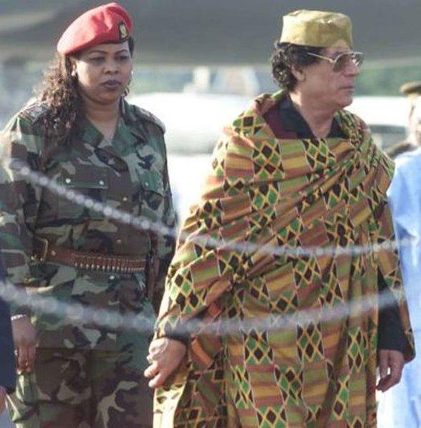 Женщины-телохранительницы ливийского лидера Муаммара Аль-Каддафи (37 фото)