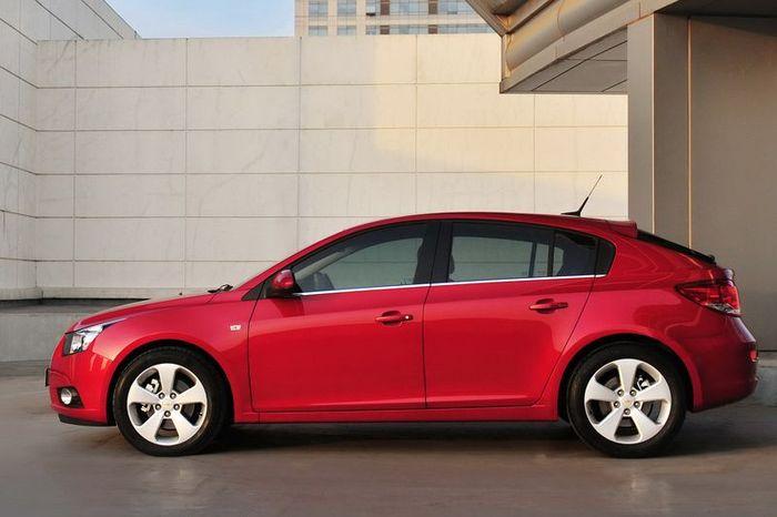 Первые официальные фото хэтчбека Chevrolet Cruze (5 фото)