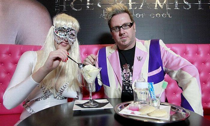 Создатель нового мороженого Мэтт О'Коннор уверен, что его ноу-хау ждет успех. Ведь это так вкусно! «Baby Gaga имеет богатый сливочный вкус, — говорит Мэтт О'Коннор. — Никто не сделал что-нибудь интересное с мороженым в последние сто лет! Мы хотим изменить то, как люди думают о мороженом».  Поставщицы сырья для нового мороженого тоже очень довольны новинкой. Мать-одиночка Виктория Хили, которая одна из первых откликнулась на объявление о сдаче грудного молока, говорит, что сначала не поверила в его подлинность. Но решила проверить и очень довольна результатом. Виктория работает с женщинами, которые имеют проблемы кормления грудью своих младенцев, и говорит, что если взрослые поймут, какое вкусное грудное молоко на самом деле, то молодые мамы будут с большей радостью кормить грудью своих новорожденных.