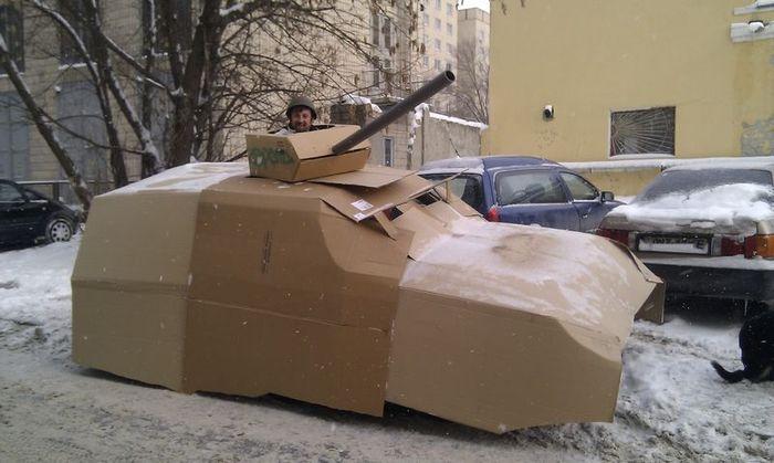 Картонный танк на базе Субару:) (7 фото)