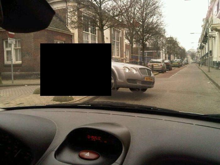 Грамотная парковка на тротуаре в Голландии (3 фото)