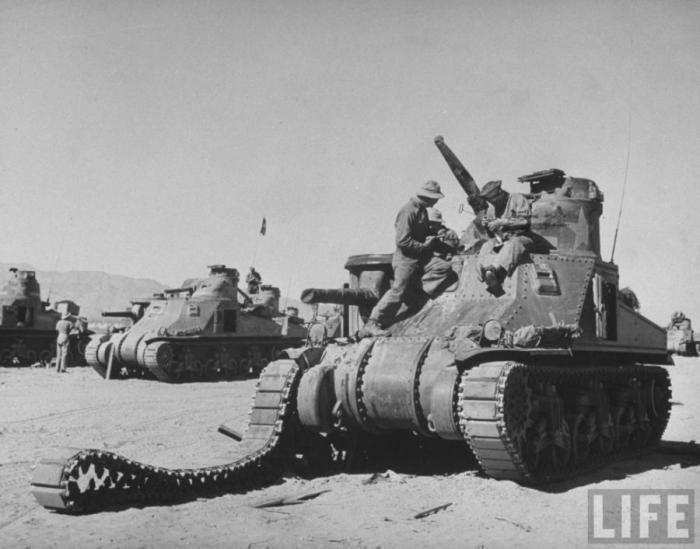Танковые учения в Калифорнии в мае 1942 года (20 фото)
