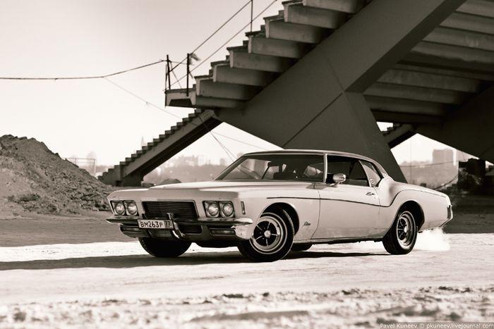 Фотосессия легендарного Buick Riviera 71 года выпуска (19 фото)