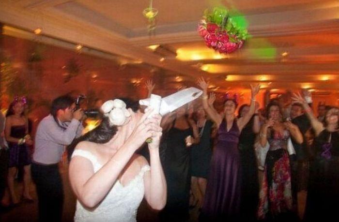 А тем временем на свадьбе (4 фото)