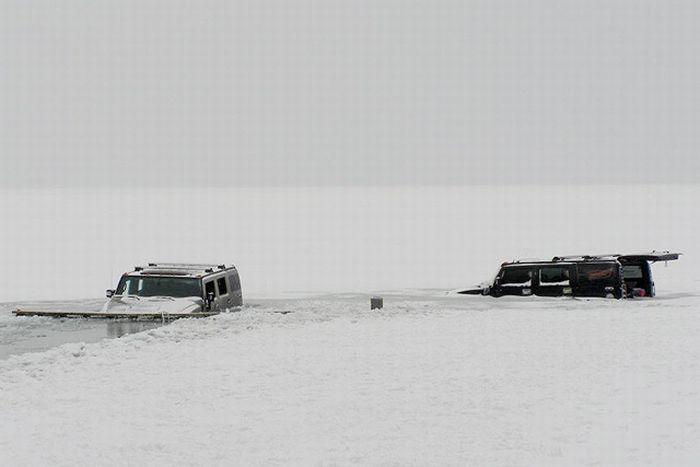 Пара Hammer H2 в ледяном плену озера Балатон в Венгрии (12 фото)