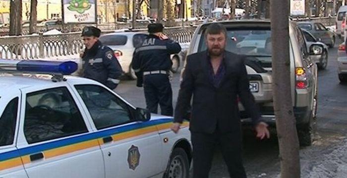 В украинского священника бес попутал (5 фото+2 видео)