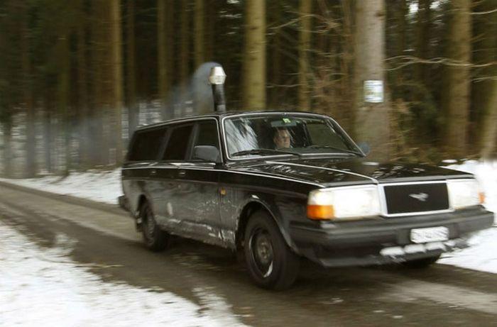 Дровяная печь в машине из Швейцарии (6 фото+видео)