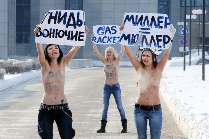 FEMEN гасят Газпром (22 фото + 1 видео)