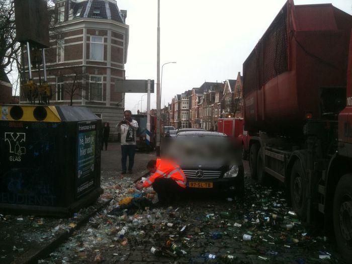 Неосторожное движение и Mercedes CLS превратился в помойку (3 фото)