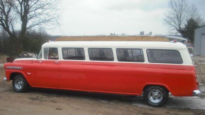 Уникальный лимузин на базе Chevy Suburban продается на аукционе (5 фото)