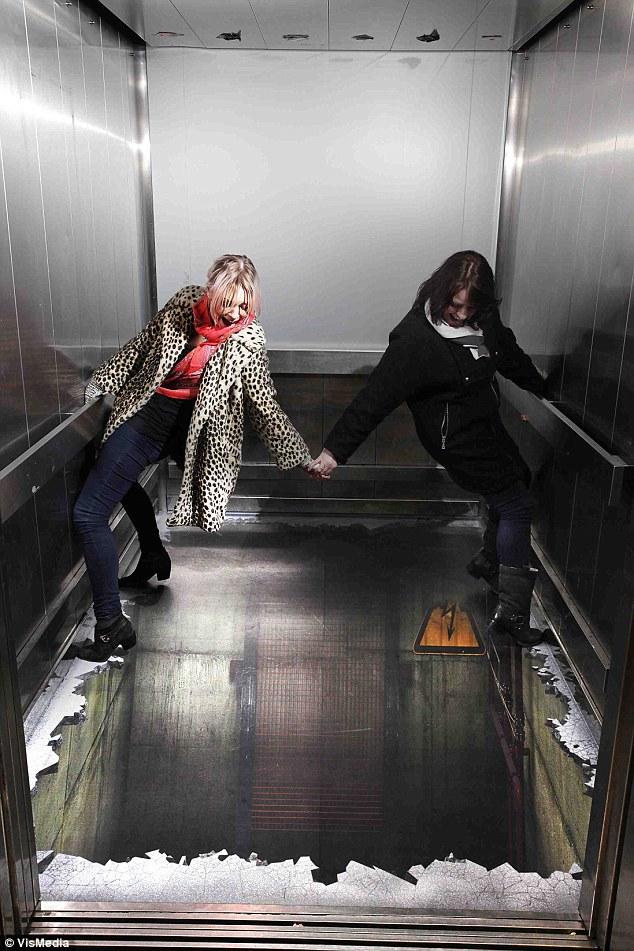 классные картинки для девченок в одном лифте свободные смелые
