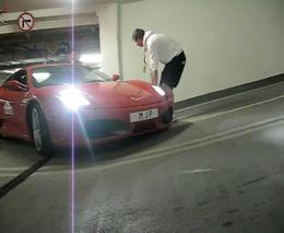 Занесли Ferrari F430 на парковку