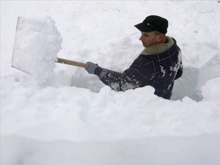 чистит снег картинка устал видите хрена сознательно