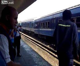 В Буенос-Айресе поезд въехал в тупик