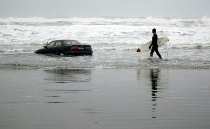 Тетенька на Lexus заехала в океан (18 фото+видео)
