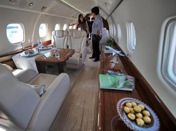 Самолет Джеки Чана - роскошь или средство передвижения? (12 фото)