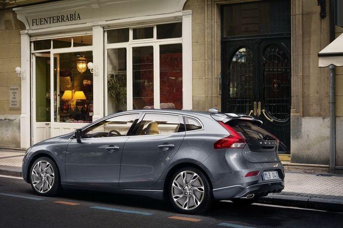 Первые официальные фото нового Volvo V40 (17 фото)