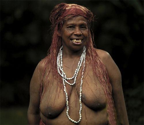 Племя аборигенов в лесу эро