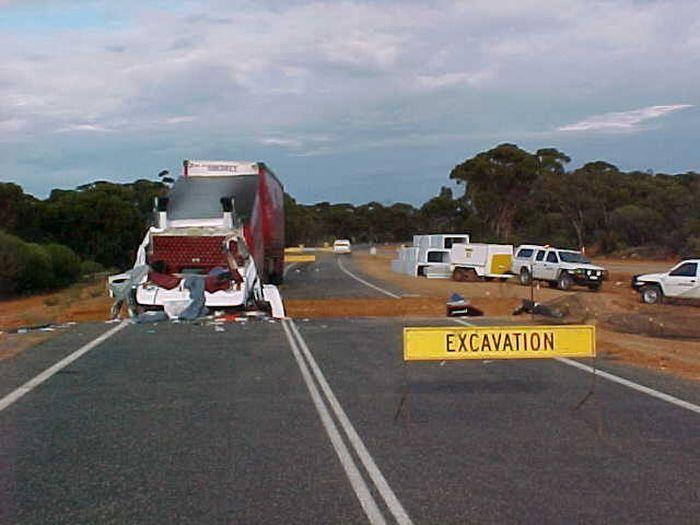 Пренебрегать дорожными знаками опасно для здоровья (3 фото)