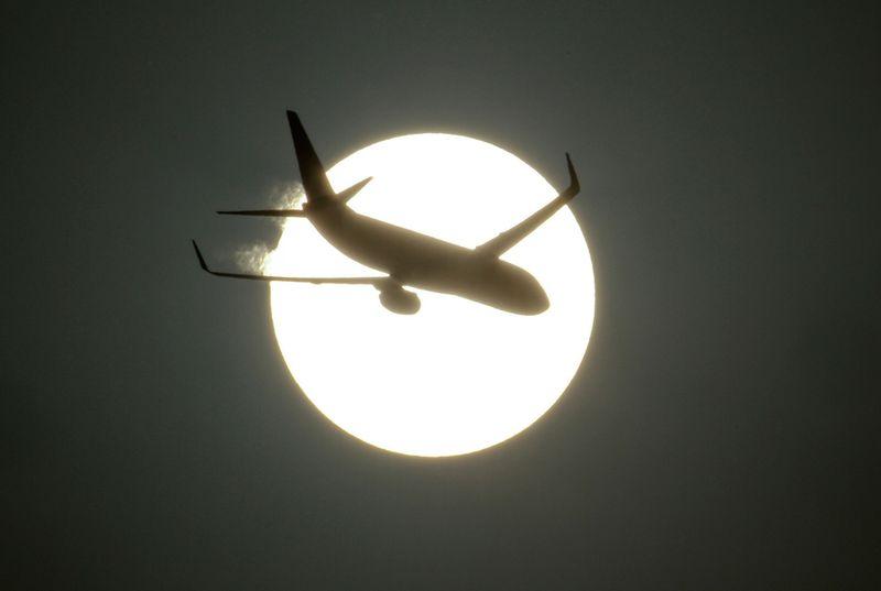 фото голая девушка на фоне луны