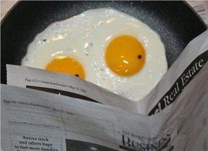 Фотоприкол фото прикольная фотка, сковорода, читает газету, яичница