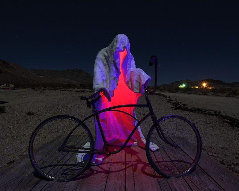 Зачетное фото велосипед, подсветка, скульптура