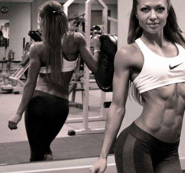 Красивое тело девушки в спортивном костюме без лица фото 679-476