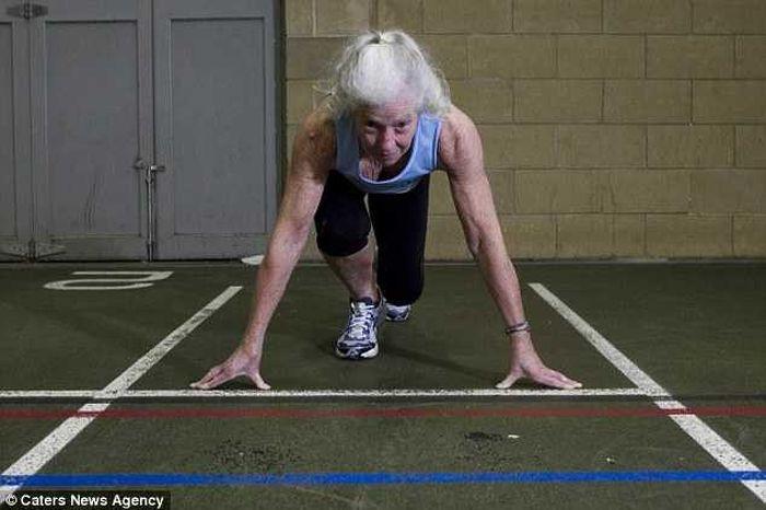бабушка, спорт, атлетика, медали, рекорд