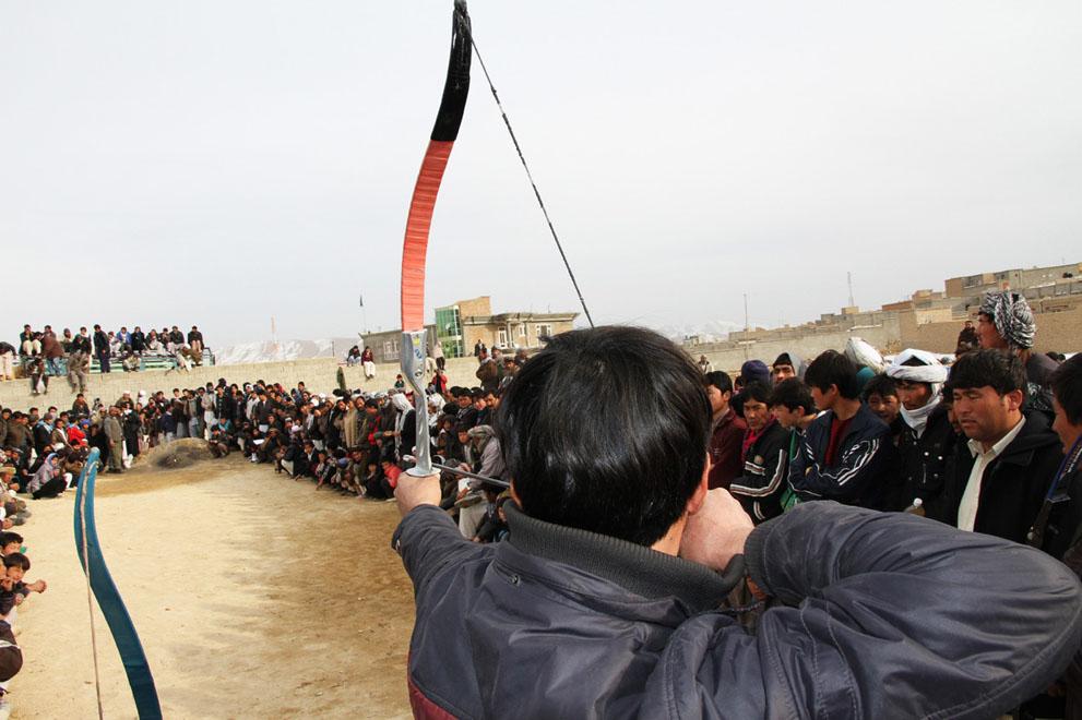 Прикол китайцы, много народу, опасно, стрельба из лука