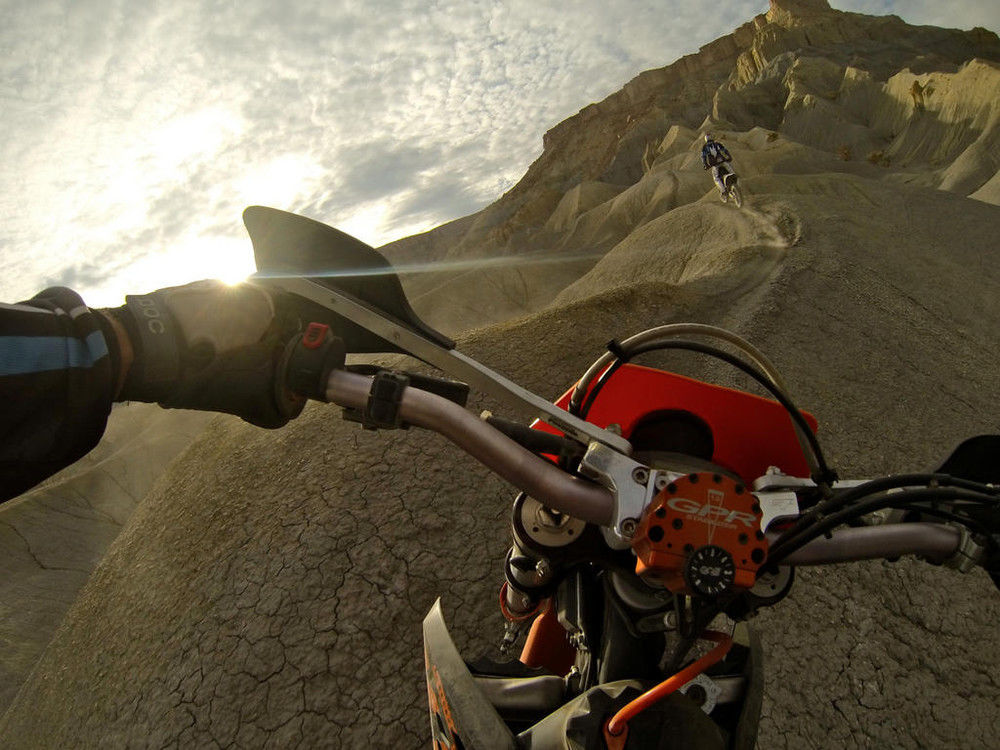 Смешные картинки горы, круто, мотоцикл, пустыня, хребет