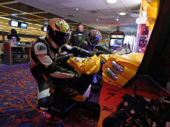 Фото онлайн гонщики, игровой автомат, мотоциклист, прикол