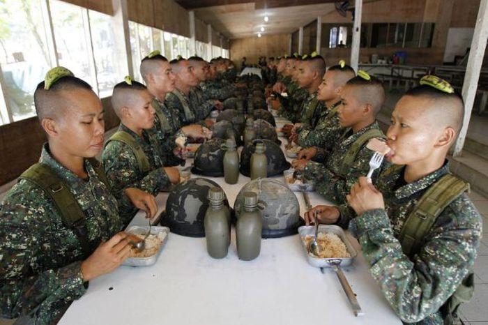 Бесплатно фото армия, бананы, обед, солдаты