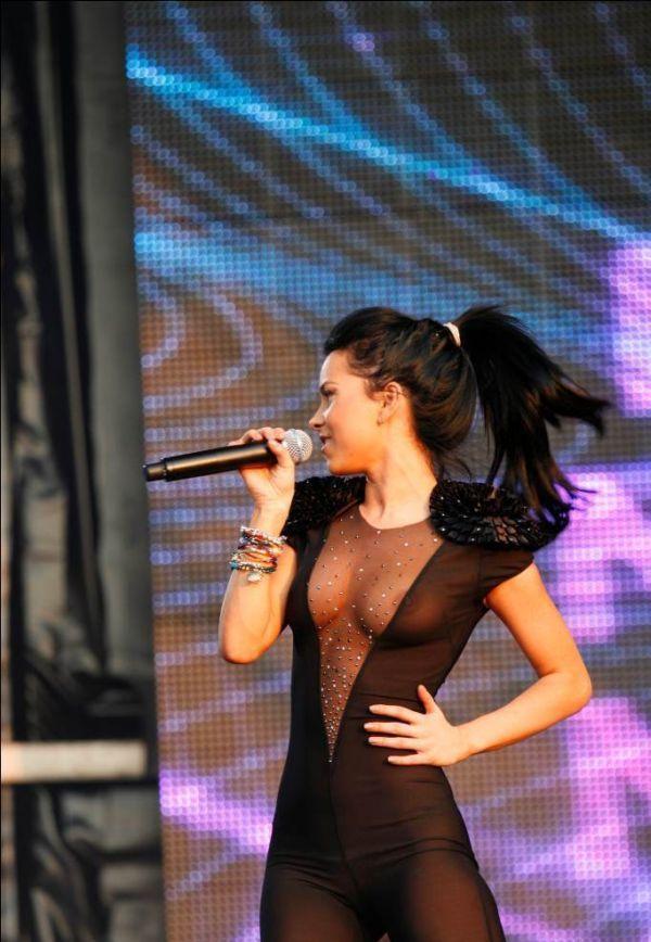 Румынская певица без трусов фото